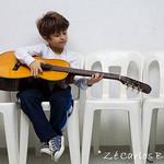 enfant jeune guitariste