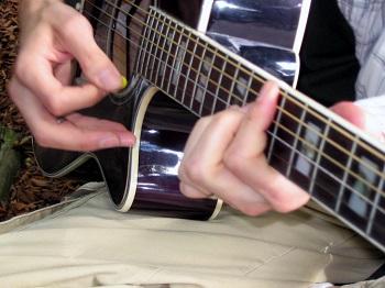 Comment jouer de la guitare sur le Tempo