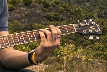 position des doigts sur la guitare