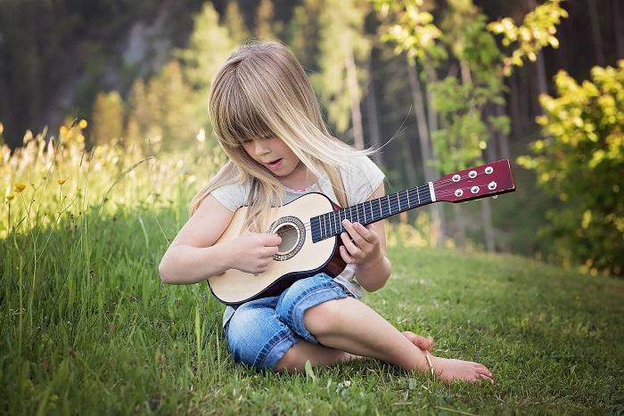 choisir une guitare pour enfant taille
